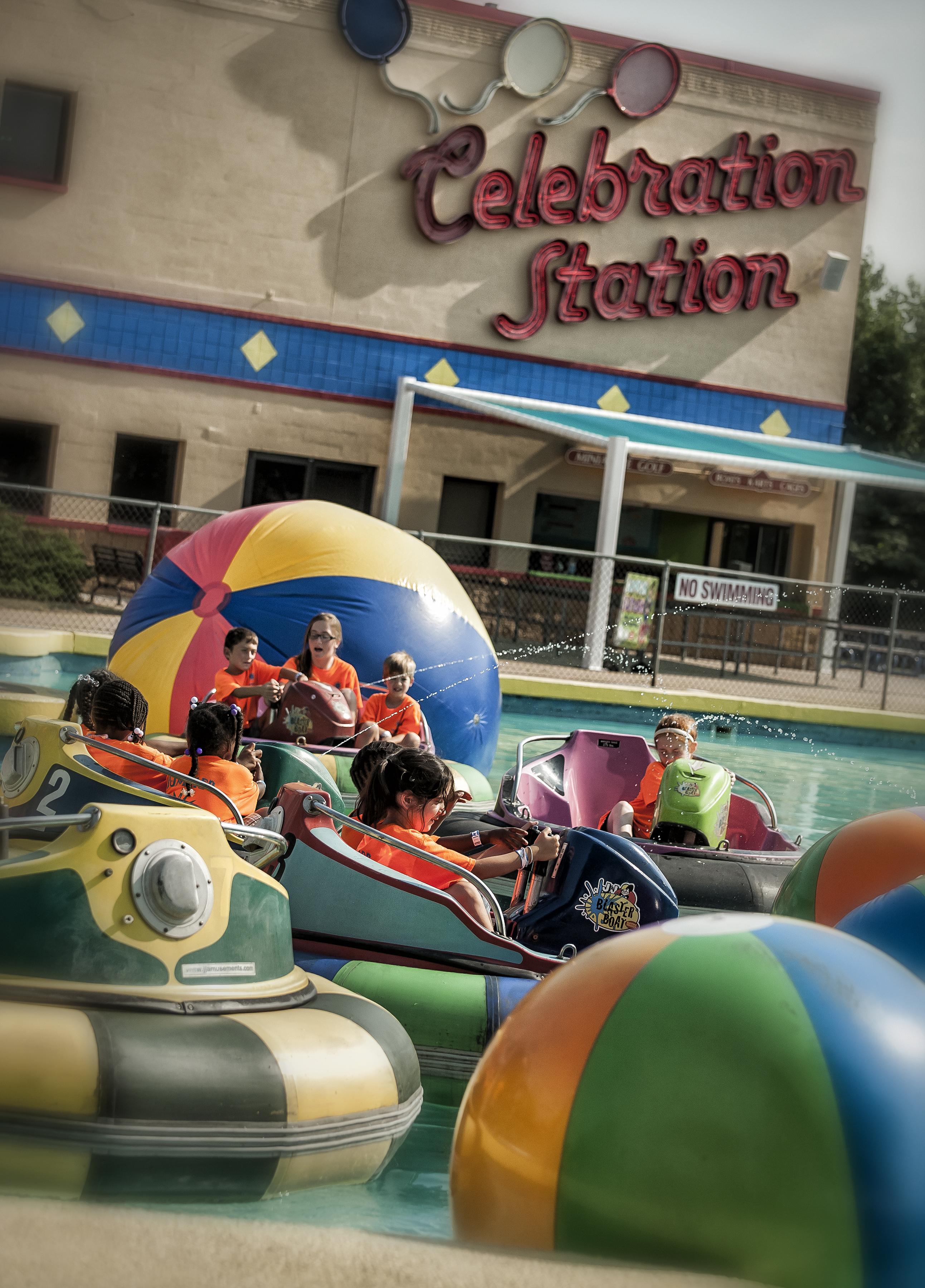 CelebrationStation.BumperBoats.Mutiple.Children.Fun_DRF0202A