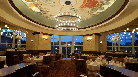 http://www.sheratongreensboro.com/josephs-restaurant